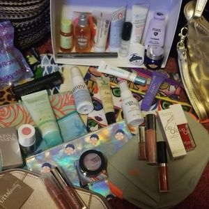 Lot of Samplers and mini cosmetic bags!!